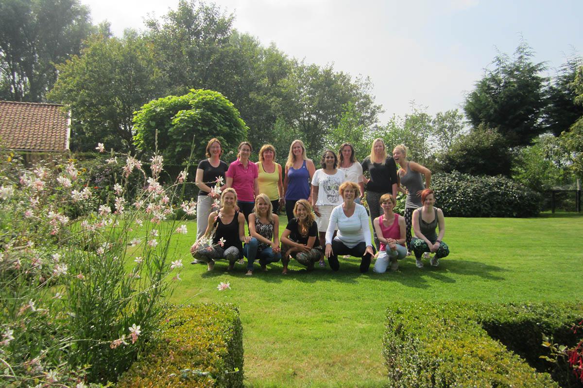 Foto van groep tijdens yoga midweek in zeeland