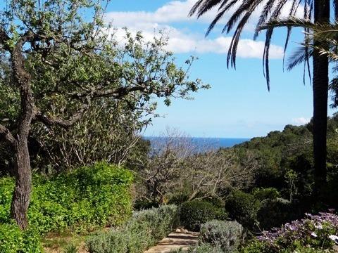 Ibiza yoga vakantie uitzicht over de bergen en zee