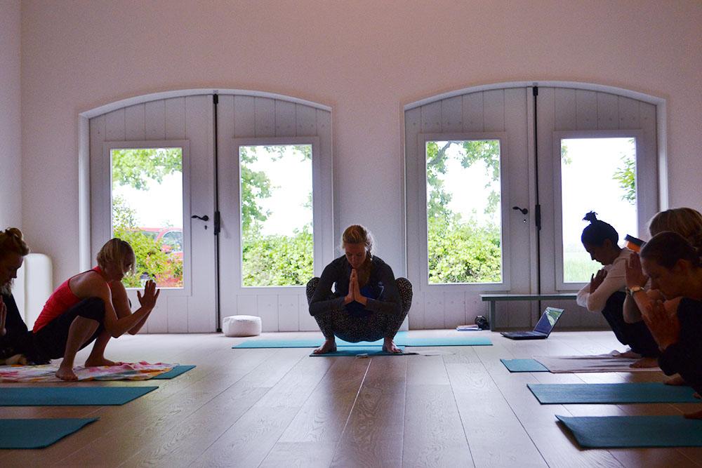 Yoga vakantie yoga in de yogazaal